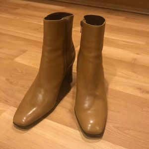 Via Spiga tan leather booties size 7